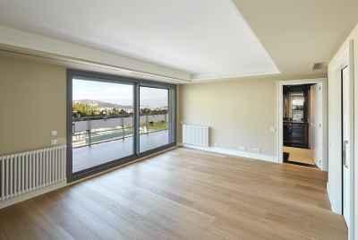 Новые современные квартиры в Барселоне в элитном жилом комплексе с бассейном